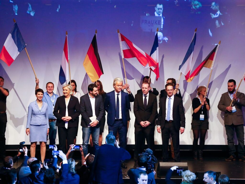 (L-R) Germany's Alternative for Germany (AfD) leader Frauke Petry, France's National Front leader Marine Le Pen, Italian Matteo Salvini of the Northern League, Netherlands' Party for Freedom (PVV) leader Geert Wilders, Harald Vilimsky of Austria's Freedom Party (FPOe) and Marcus Pretzell, ENF group member of the European Parliament arrive on stage for a European far-right leaders meeting to discuss about the European Union, in Koblenz, Germany, January 21, 2017.     REUTERS/Wolfgang Rattay  TPX IMAGES OF THE DAY - RTSWN86
